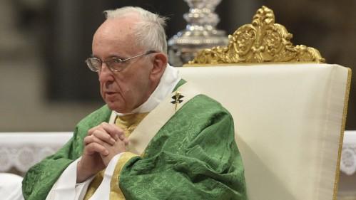 """El papa Francisco se mostró """"consternado"""" por los ataques en París"""