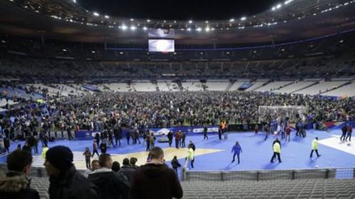 """El público ingresó al campo de juego, pero Antoine y sus amigos permanecieron en las tribunas porque tenían """"miedo de seguir a la gente nerviosa"""""""