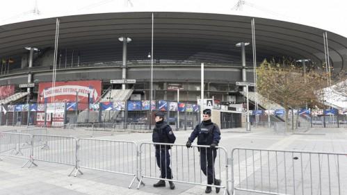 El State de France, uno de los epicentros de los atentados, custodiado por la Policía