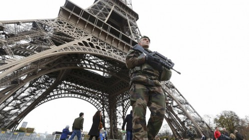 Las autoridades cerraron el acceso del público a la Torre Eiffel
