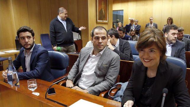 César zafra (izquierda de la imagen) en la comisión de investigación sobre corrupción en la Asamblea de Madrid