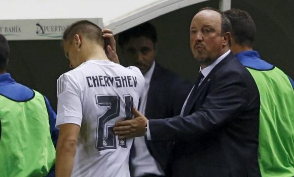 Benítez saluda a Cheryshev en Cádiz