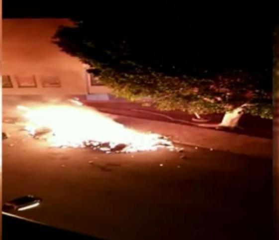 Los agresores lanzaron cócteles molotov contra la Policía