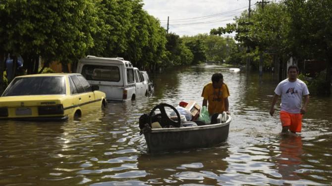Las inundaciones en Paraguay, Argentina, Uruguay y Brasil dejaron más de 120.000 evacuados