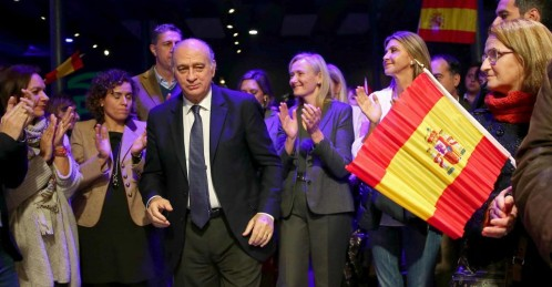 El ministro del interior, Jorge Fernández Díaz, a su llegada el acto de inicio de campaña que los populares catalanes celebraron en Barcelona