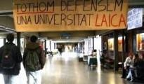 Pancartas de la campaña de 2011 contra la capilla en la Universidad de Barcelona - ahora piden quitar todo el servicio religioso SAFOR