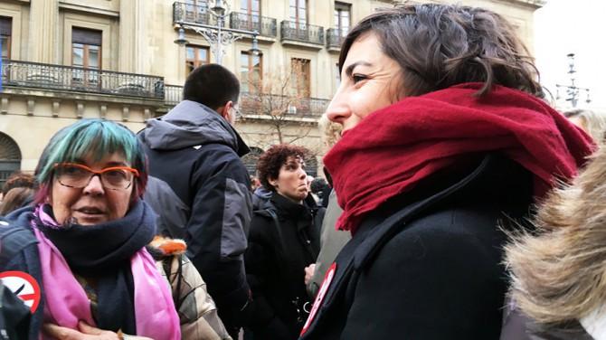 Tere Sáez y Laura Pérez se manifiestan contra los recortes de su equipo de Gobierno