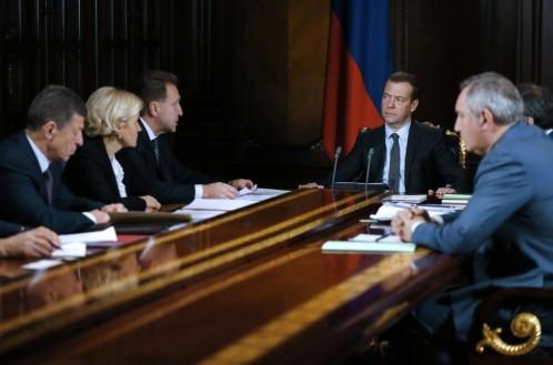 El primer ministro ruso, Dmitri Medvédev, durante una reunión de su gabinete