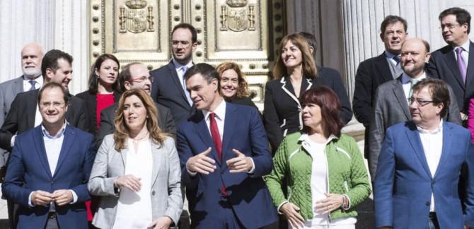 Imagen de archivo de Pedro Sánchez y los barones del PSOE.