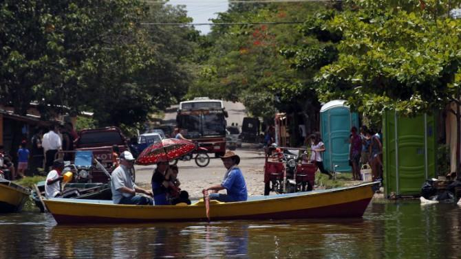 El temporal provocó riadas, cortes de luz en gran parte de Asunción y daños en muchos de los cerca de 100 refugios