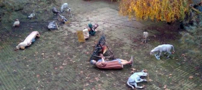La cristianofobia se oficializa en espa a destrozan el for Jardines de la taconera