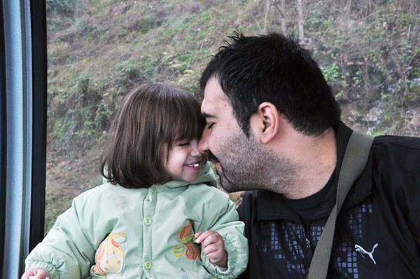 """Soheil Arabi (derecha) fue condenado a muerte el año pasado por un tribunal iraní por """"insultar al profeta del Islam"""" en publicaciones de Facebook."""