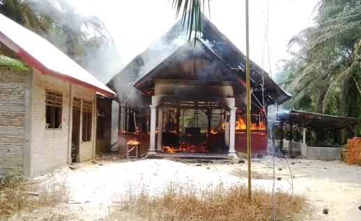 Iglesia cristiana incendiada en Indonesia