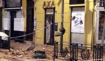 Aspecto de un inmueble afectado por el terremoto de 6.3 grados registrado hoy en el Mar de Alborán que se ha percibido con mayor intensidad en Melilla, donde ha causado daños en edificios y la suspensión de las clases en la ciudad autónoma para evaluar el estado de los centros educativos.