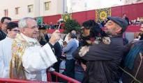 Un momento de la festividad de San Antonio Abad, con el palco al fondo sin la bandera de España