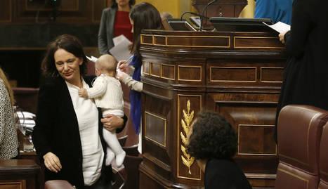 El bebé de Carolina Bescansa, protagonista de la jornada inaugural del Congreso.