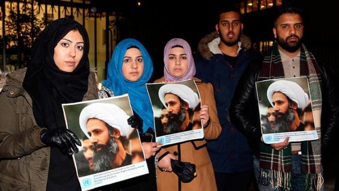 Manifestantes protestan en contra de la ejecución del clérigo chiita Nimr al-Nimr
