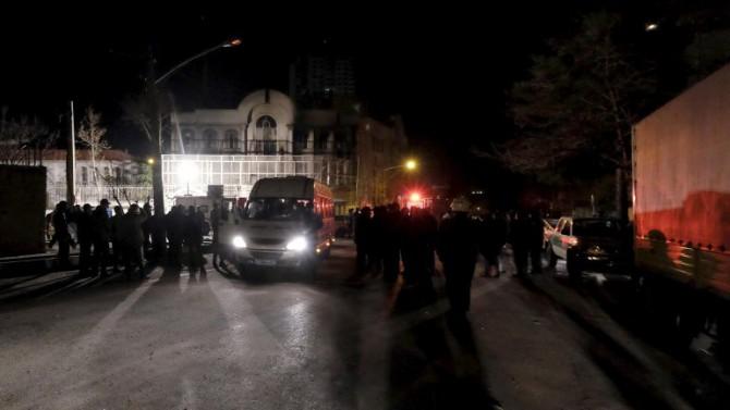 Iraníes atacaron la embajada de Arabia Saudita en Teherán tras la ejecución del clérigo chiíta