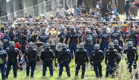 Miles de exiliados esperan en un campo de refugiados a obtener el asilo en Noruega y Finlancia.