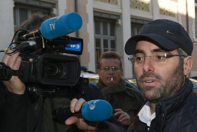 El profesor judío víctima de una agresión en Marsella, Benjamin Amsellem, habla con la prensa en esta ciudad del sudeste de Francia, el 12 de enero de 2016