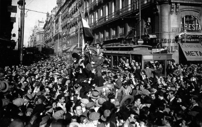 Imagen de la proclamación de la II República, firmada por Piortiz, del libro 'Un siglo en la vida de España' (Lunwerg).