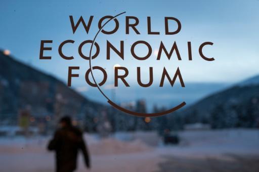 El logotipo del Foro Económico Mundial en Davos, Suiza, el 18 de enero de 2016