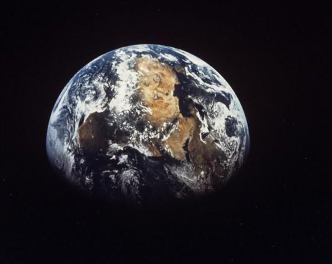 Vista del continente africano desde la Luna.