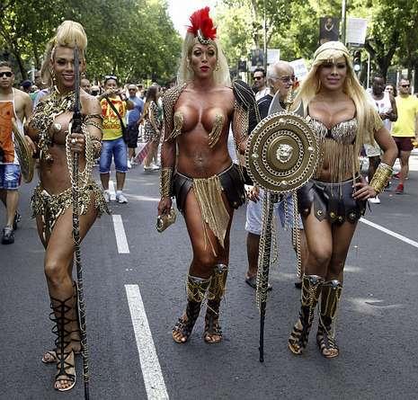 Transexuales en el día del orgullo gay en Madrid