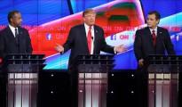 Los candidatos republicanos a la Presidencia de los Estados Unidos (i-d) Ben Carson, Donald Trump, Ted Cruz, en el segundo debate televisado en The Venetian Las Vegas en Las Vegas, Nevada (EE.UU.), celebrado el 15 de diciembre de 2015.