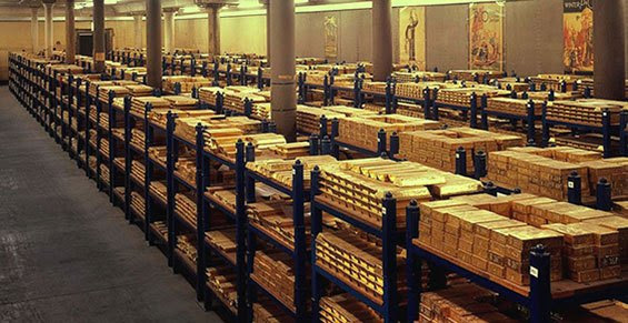 A la vista hay 112 estanterías con un total de 34 tons. El oro de Moscú necesitaría 1.700 estanterías como esas.