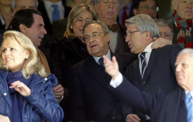 Florentino Pérez, con Cerezo y Aznar en el palco del Bernabéu
