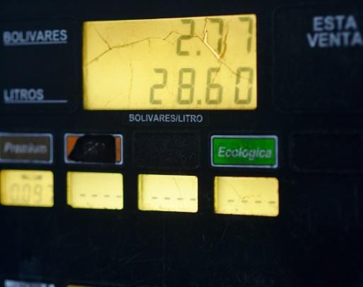Un surtidor de gasolina en Caracas con la nueva tarifa