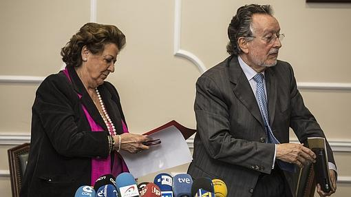 Imagen de Barberá y Grau el día de la dimisión del segundo, en marzo de 2015