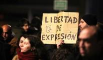 Manifestantes a a favor de los titiriteros interrumpieron el pregón de Carnaval en Madrid