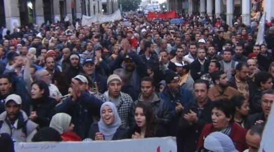 Marroquíes participando en una manifestación en Casablanca
