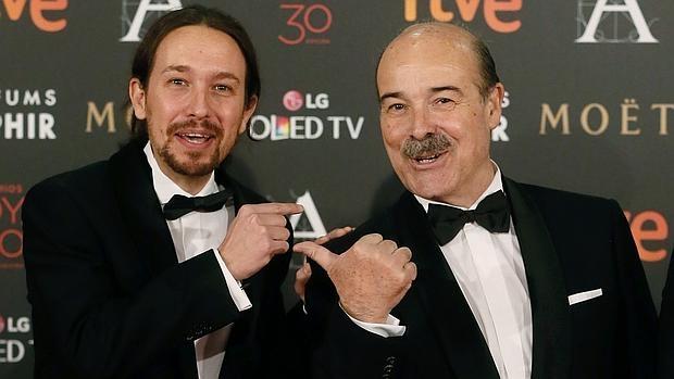 Pablo Iglesias y el director de la Academia del Cine, Antonio Resines