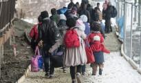 Refugiados esperan para subirse a un tren en la estación de Passau, Alemania.