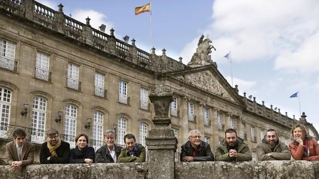 Ribó (cuarto dcha), en la plaza del Obradoiro de Santiago de Compostela junto al resto de alcaldes populistas