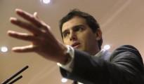 El presidente de Ciudadanos, Albert Rivera, durante su comparecencia en rueda de prensa en el Congreso de los Diputados para valorar la actualidad política, en medio de las negociaciones que su partido mantiene a dos bandas con el PSOE y el PP.