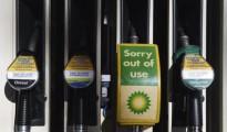 Surtidores de gasolina en una estación de servicio BP en Londres, Reino Unido.