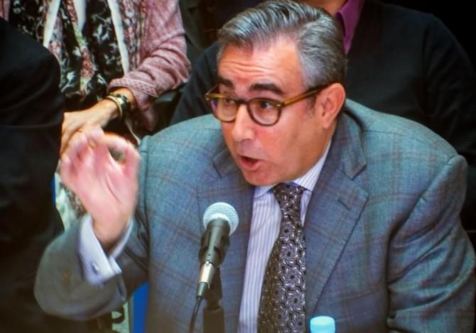 Diego Torres, exsocio de Iñaki Urdangarin, en una imagen recogida de la pantalla que se encuentra en la sala de prensa de la Escuela Balear de la Administración Pública (EBAP), donde se celebra el juicio por el caso Nóos, al inicio de su declaración hoy ante el tribunal de la Audiencia de Palma.