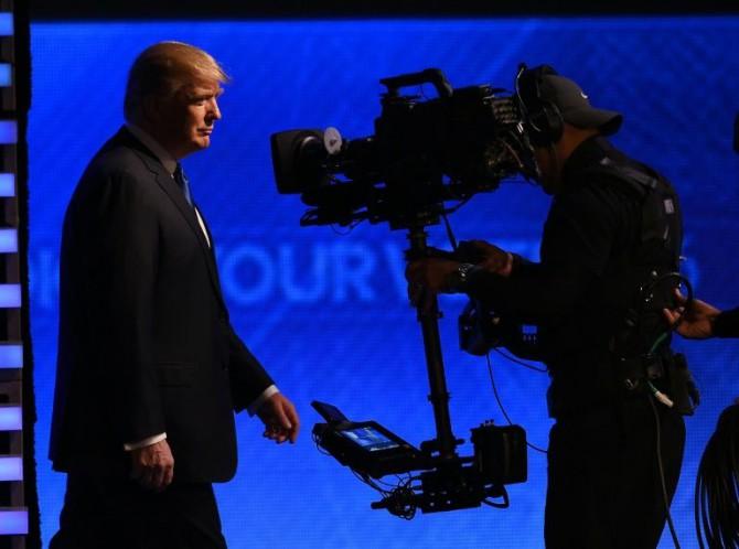 El precandidato presidencial republicano Donald Trump llega a un debate el 6 de febrero de 2016 en Manchester (New Hampshire, EEUU)