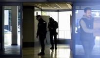 Agentes de Policía en el interior de una clínica de Vitaldent