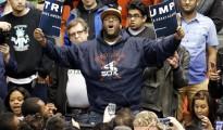Activistas negros tratando de 'reventar' un acto de Trump