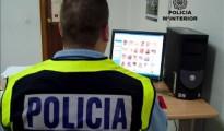 Un agente de la Brigada de Delitos Tecnológicos de la Policía Nacional