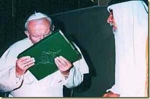 Juan Pablo II besando el Corán
