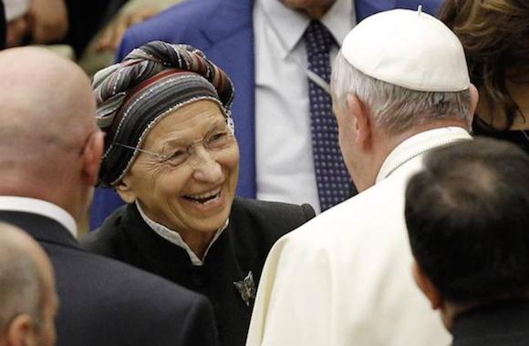 """Emma Bonino, ella misma declara haber hecho más de 10.000 abortos sólo durante 1975. Francisco la calificó como """"una de las mayores personas de la Italia de hoy""""."""