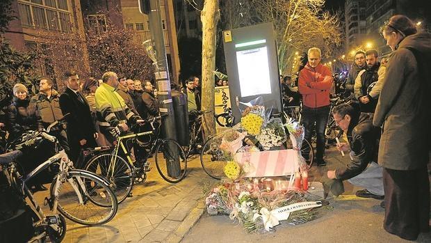 Concentración en homenaje al ciclista muerto por atropello en la estación de Bicimad de Alberto Alcocer