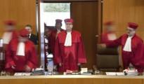 El presidente del Tribunal Constitucional alemán, Andreas Vosskuhle, durante el inicio de una sesión sobre la prohibición del Partido Nacional Democrático (NPD) en Karlsruhe
