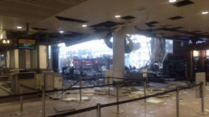 Interior del aeropuerto instantes después de la explosión